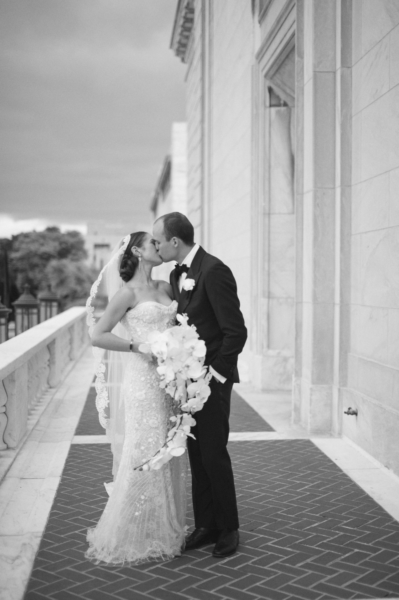 Old school glamour bride and groom portraits at the Detroit Institute of Arts by Wedding Photographer Heather Jowett.