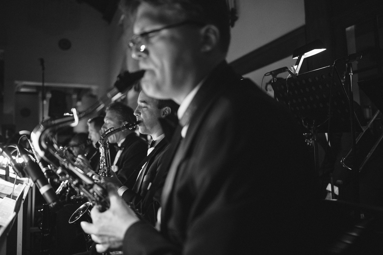 A live swing band performs at a Detroit Yacht Club wedding.