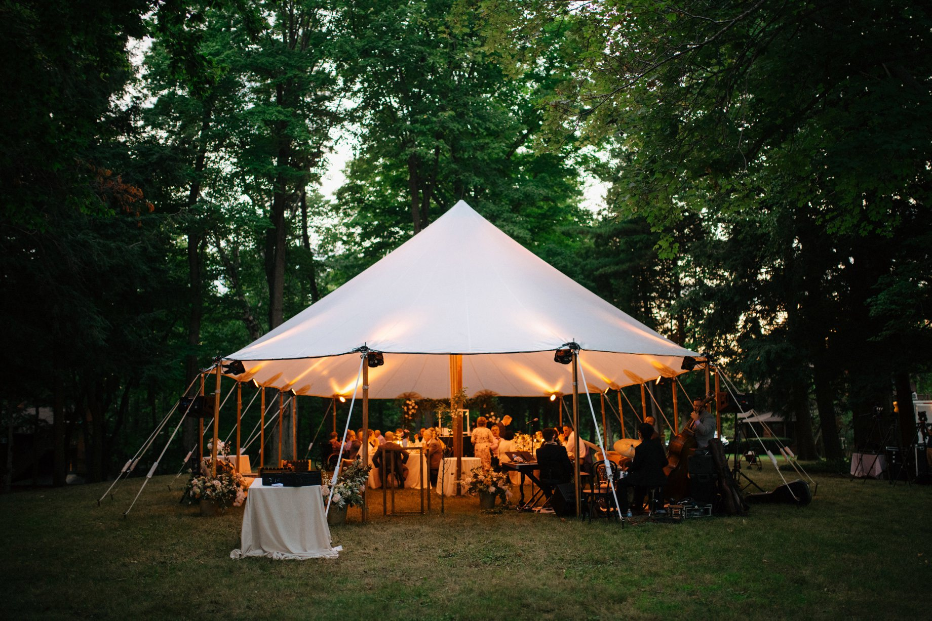 an inimate tented wedding surrounded by trees by photojournalistic Detroit wedding photographer Heather Jowett